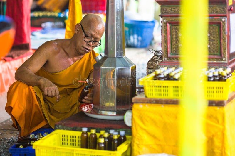 Mönch während der Feier von Tag Makha Bucha lizenzfreies stockfoto