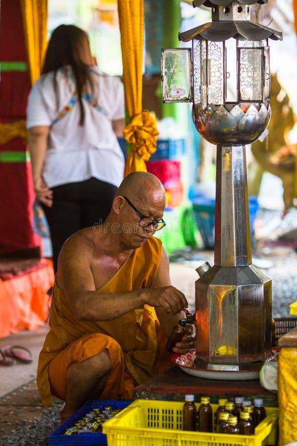 Mönch während der Feier von Tag Makha Bucha lizenzfreie stockfotografie