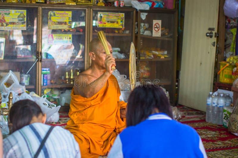 Mönch während der Feier von Tag Makha Bucha stockfotografie