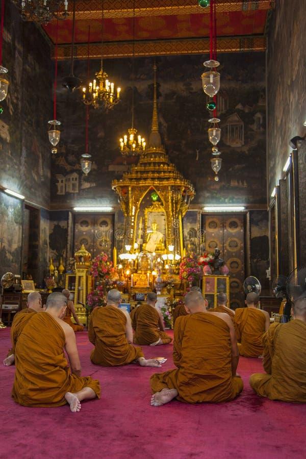 Mönche im Gebet lizenzfreie stockfotografie
