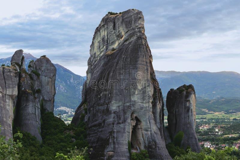 Mönche ` schloss Rückzug an der Unterseite von Rock ` Bildungen ab lizenzfreies stockbild