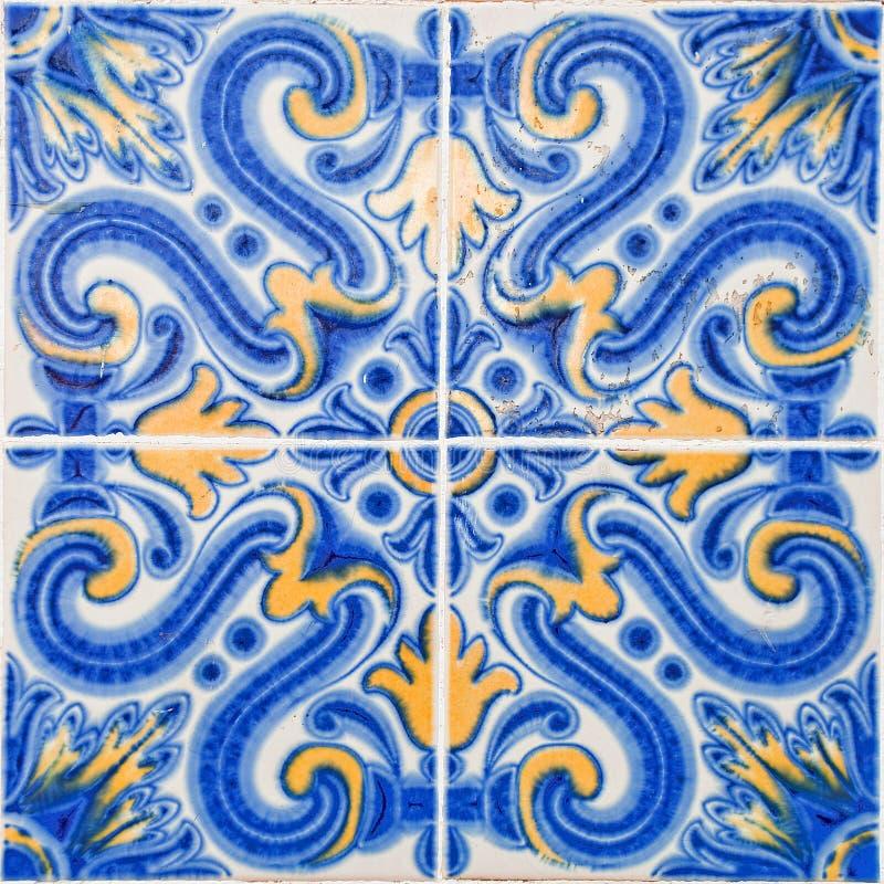Mönstrade kulöra tegelplattor på hussymbol av Lissabon Europeisk autentisk stil fotografering för bildbyråer