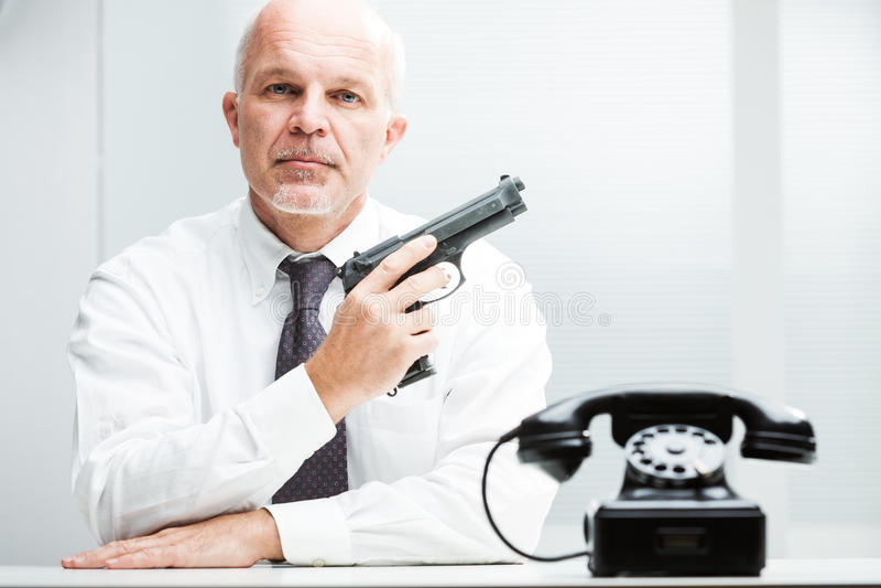 Mördaren på - begära att vänta på dig att kalla royaltyfria bilder