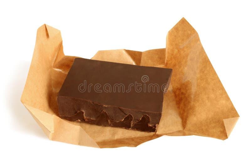 Mörk choklad i papper royaltyfri fotografi