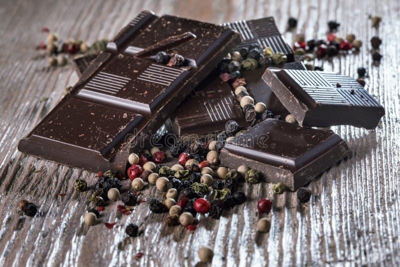 Mörk choklad med peppar royaltyfria foton