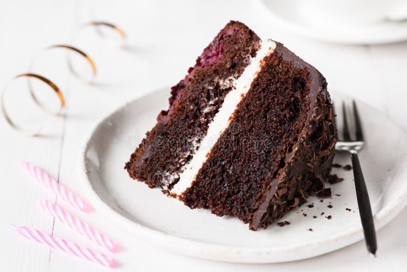 Mörk chokladkaka, födelsedagkaka royaltyfria foton