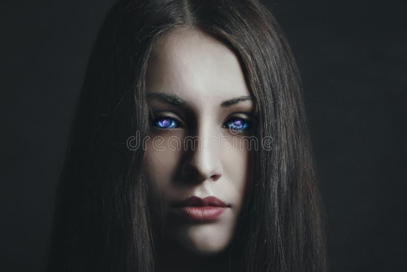 Mörk dotter av stjärnorna arkivbild