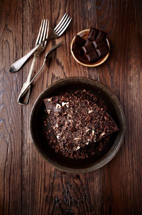 Mörk espressokaka med chokladglasyr royaltyfri fotografi