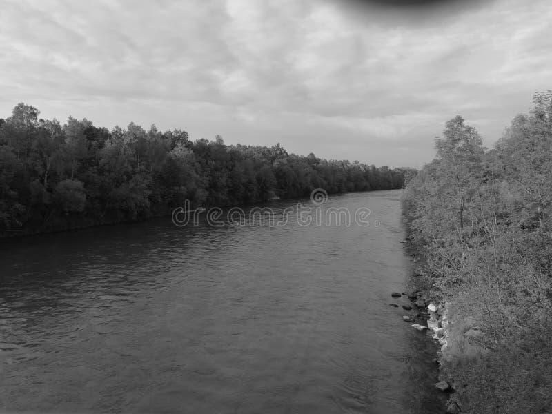 Mörk flod arkivbilder