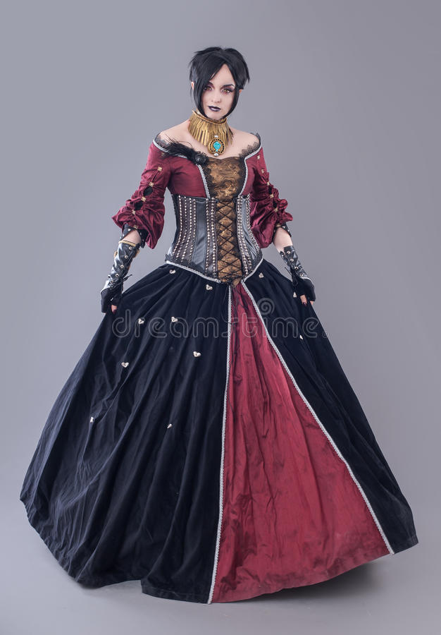 Mörk gotisk kvinna royaltyfria bilder