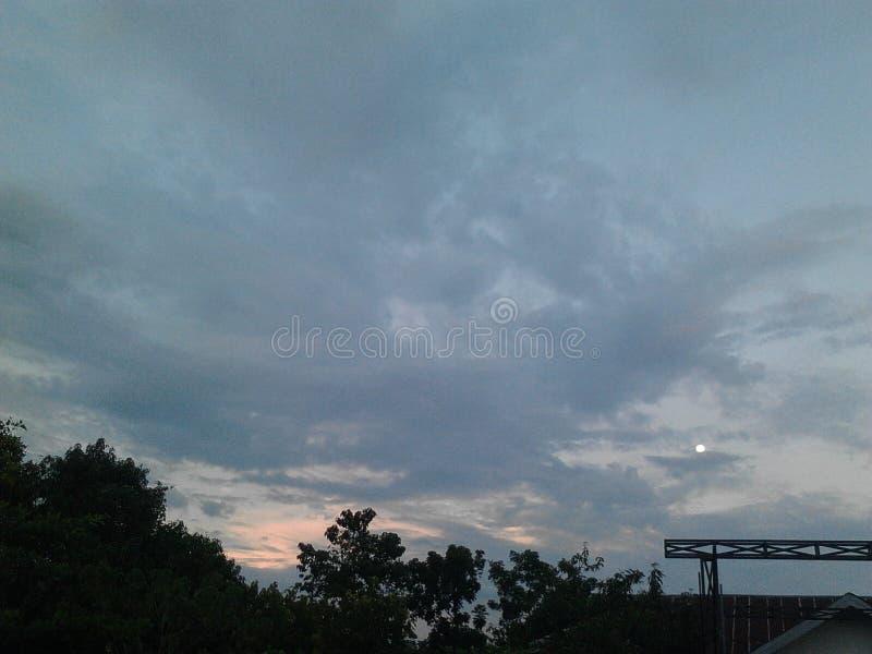 Mörk himmelsikt royaltyfri fotografi