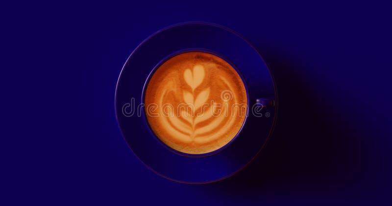 Mörk marinblå cappuccino för kaffekopp med virvel stock illustrationer