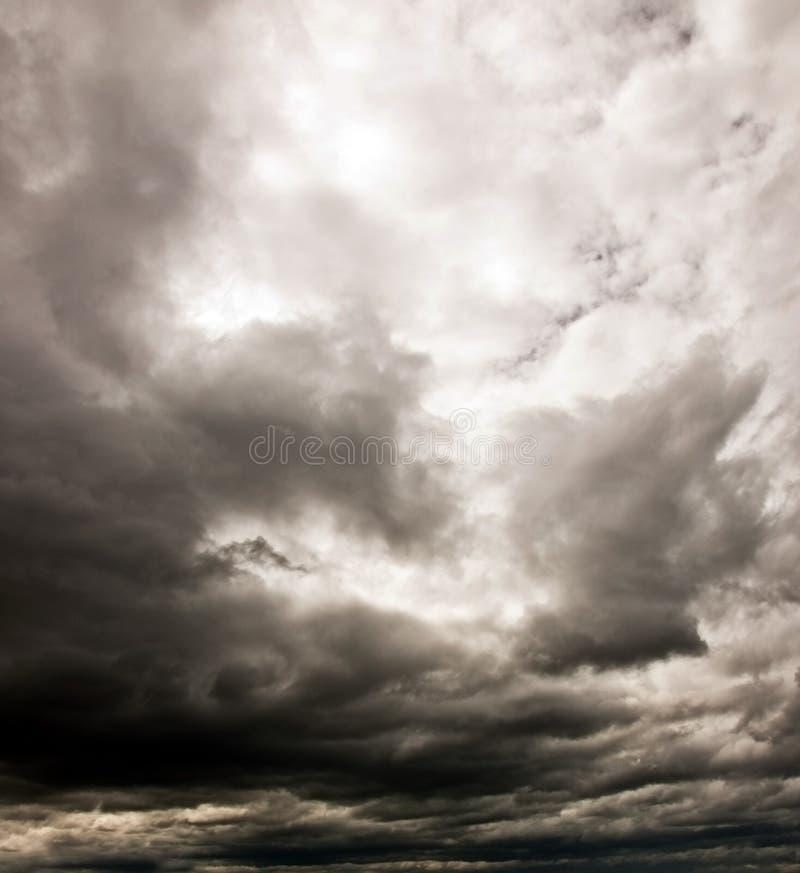 Mörk molnig sky royaltyfri fotografi