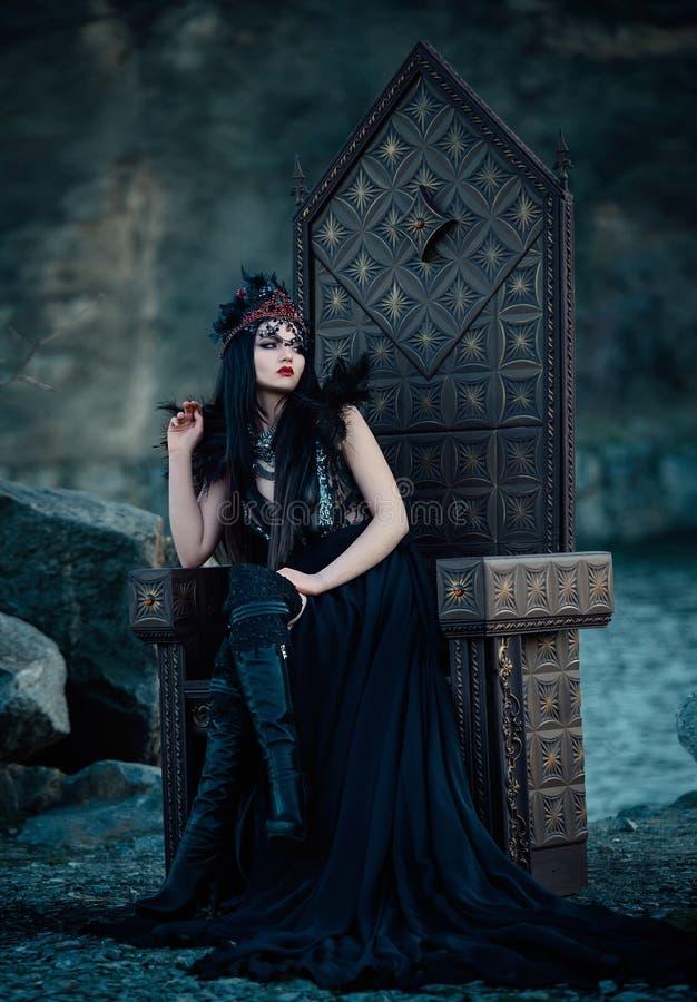 Mörk ond drottning royaltyfri bild