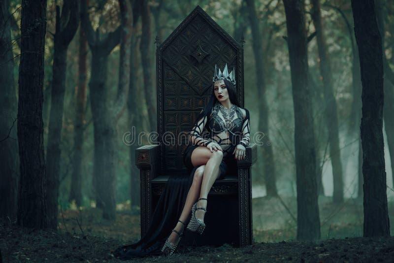 Mörk ond drottning royaltyfri fotografi