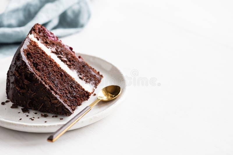 mörk skiva för cakechoklad royaltyfria bilder