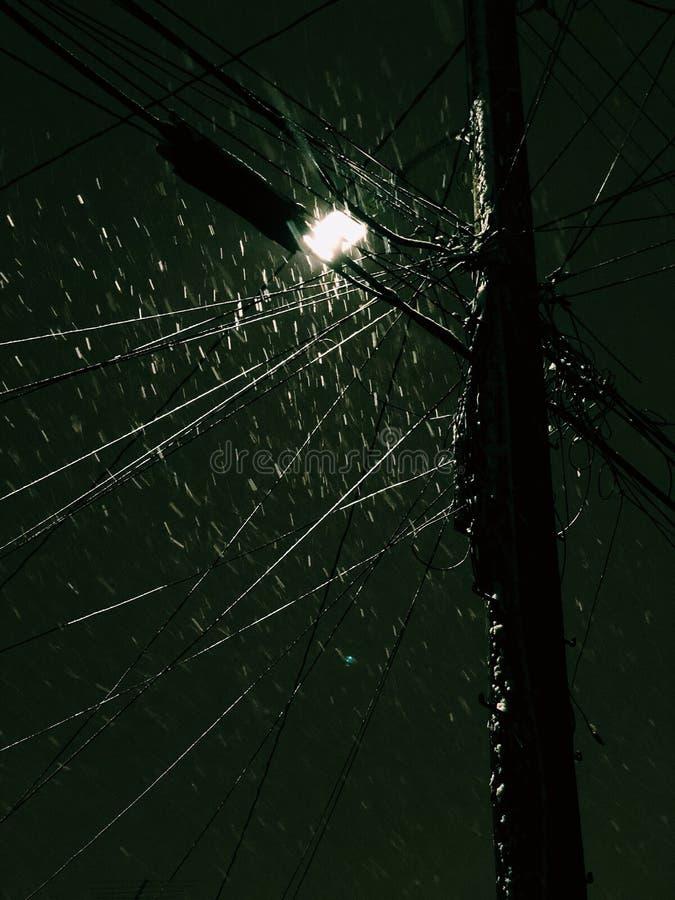 Mörk snöig natt arkivbild
