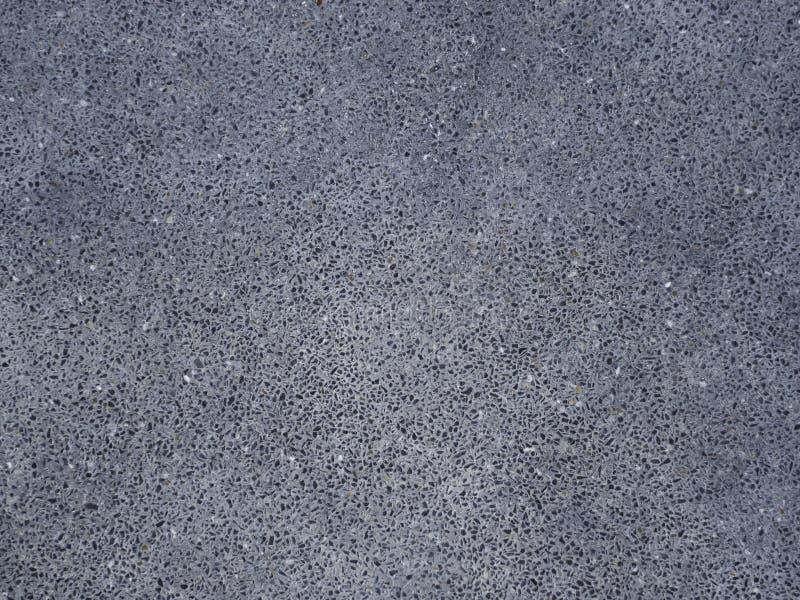 Mörk svart asfaltvägyttersida arkivfoto