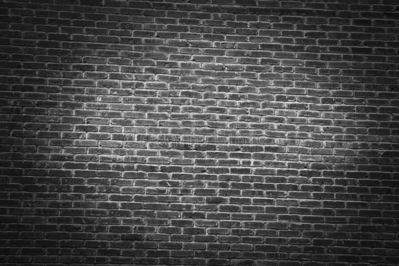 Mörk tegelstenvägg arkivfoto