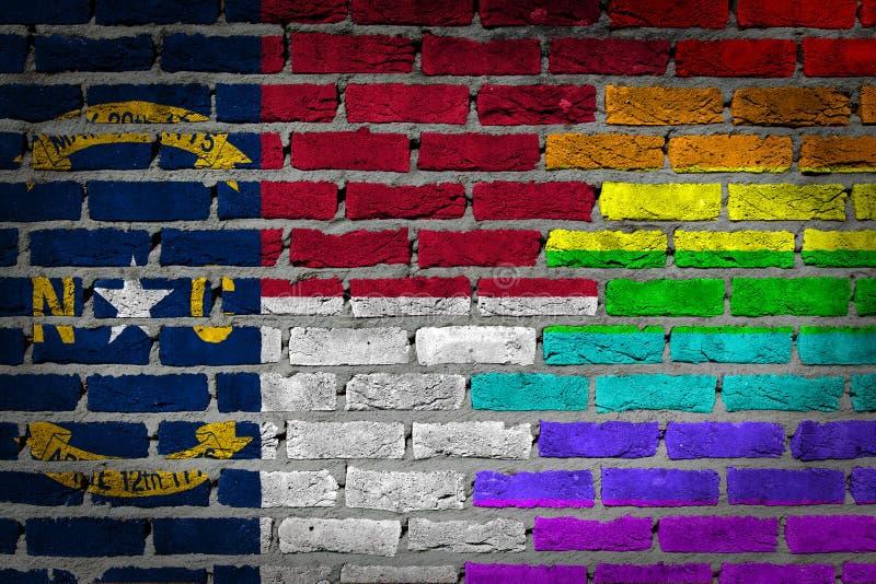 Mörk tegelstenvägg - LGBT-rätter - North Carolina arkivfoton