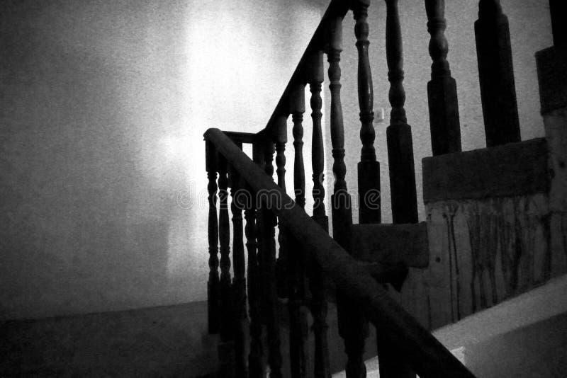 Mörk trappa ett trappuppgånghörn royaltyfri fotografi