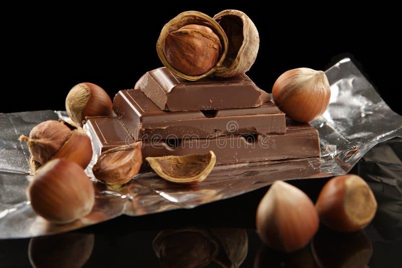 mörka foliemuttrar för bitter choklad royaltyfri fotografi