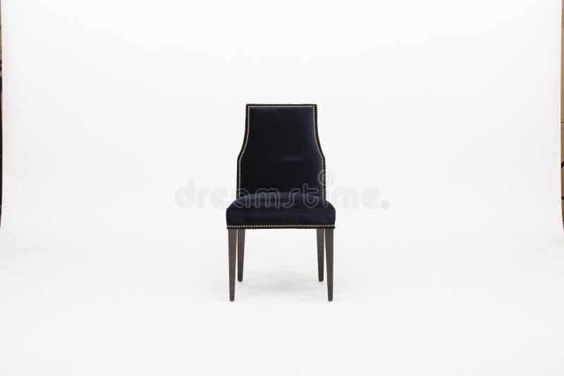 Mörka grå färger - möblemang - Sunpan, EIGHLAND som ÄTER MIDDAG STOL - den MÄSSINGSANTIKVITETEN - MÖRKA GREY FABRI, stångstol med royaltyfri foto