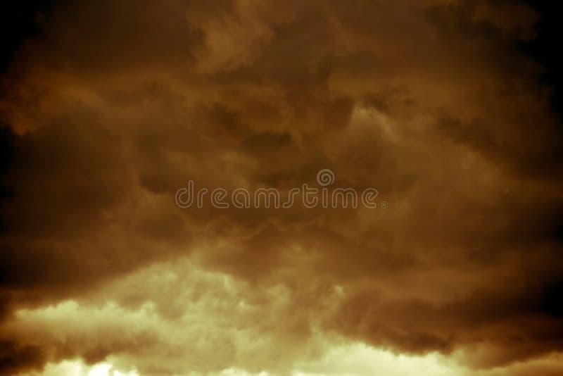 Mörka Grey Storm Clouds Filtered arkivbild