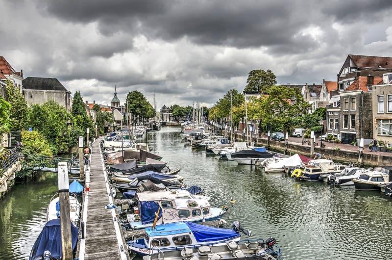 Mörka himlar över marina royaltyfri bild