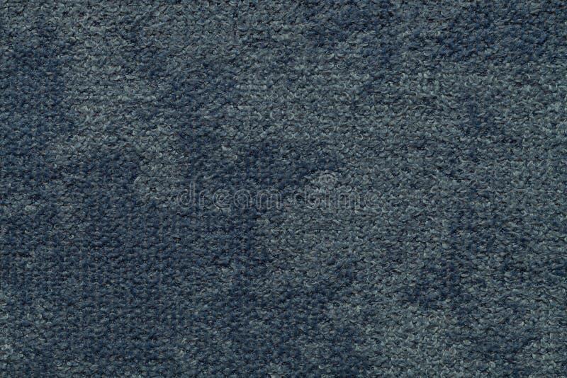 Mörker - blå fluffig bakgrund av den mjuka ulliga torkduken Textur av den ljusa nappytextilen, closeup arkivbilder