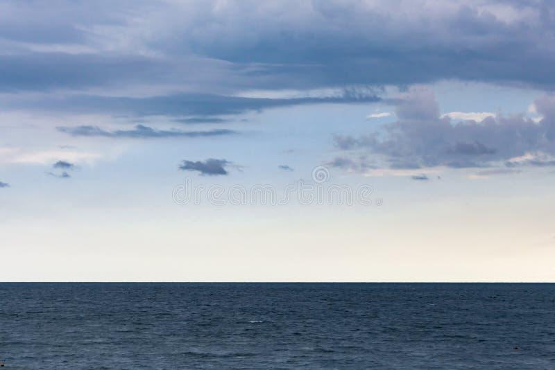 Mörker - blått hav och ljus - blå himmel royaltyfria foton
