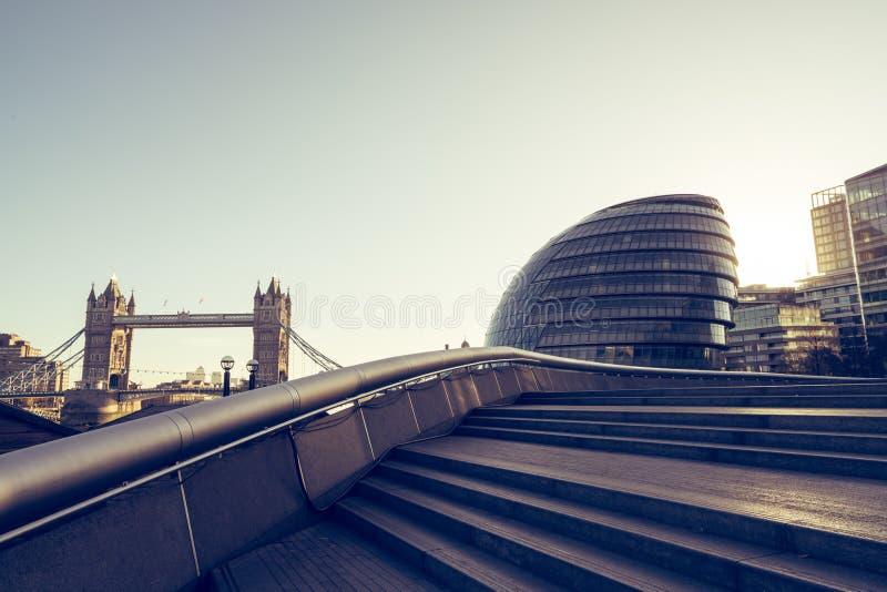 Mörker för London brokorridor arkivfoto