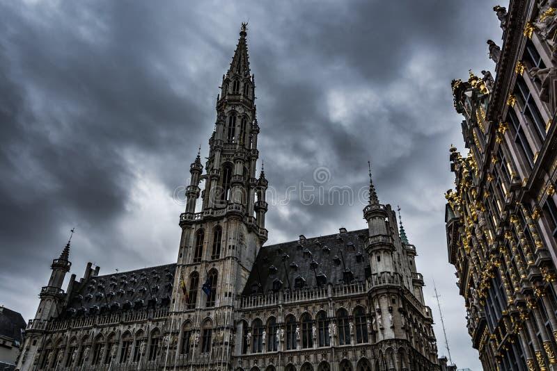 Mörker fördunklar över Bryssel arkivbild