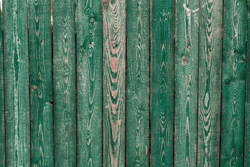 Mörker - gröna gamla träbräden Bakgrunder och målat texturstaket Bekläda beskådar Tilldra en härlig tappningbakgrund royaltyfria bilder