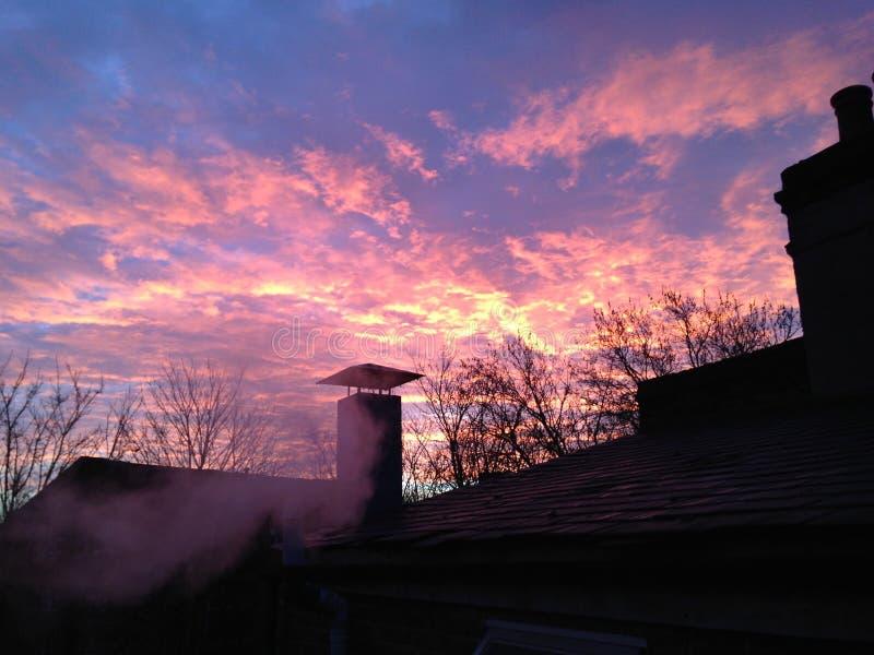Mörker - röda moln royaltyfri foto