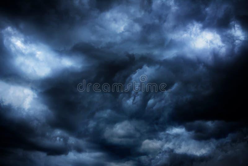 Mörkermoln - stor storm fotografering för bildbyråer
