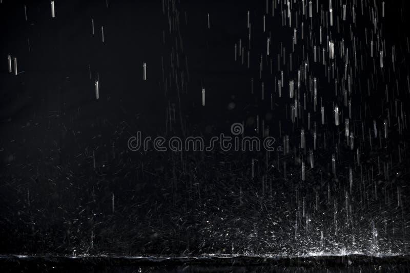 Mörkret regnar royaltyfria bilder