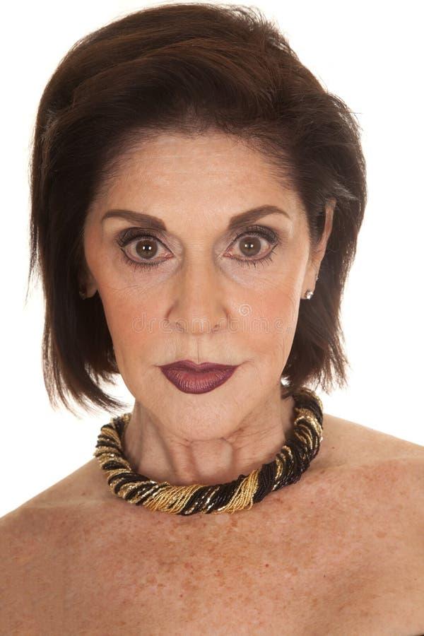Mörkt allvarligt läppstiftslut för kvinna royaltyfri foto