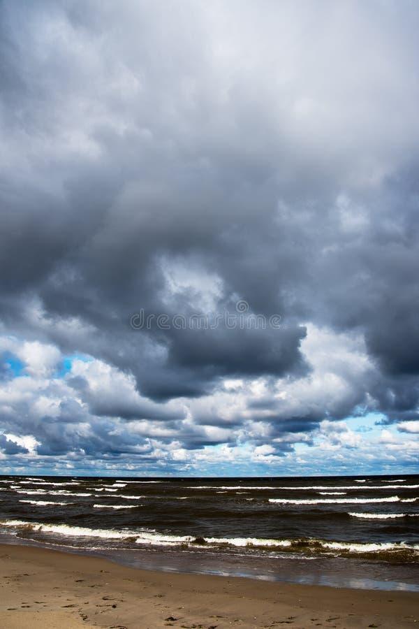 Mörkt baltiskt hav royaltyfri bild