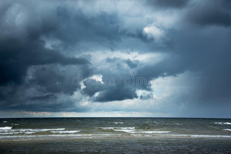 Mörkt baltiskt hav fotografering för bildbyråer