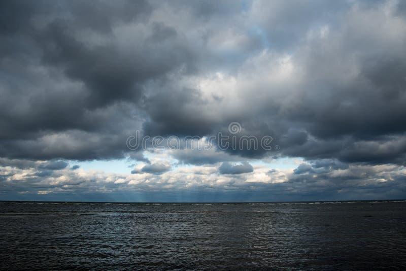 Mörkt baltiskt hav arkivbild