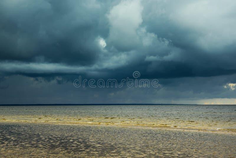Mörkt baltiskt hav arkivfoton