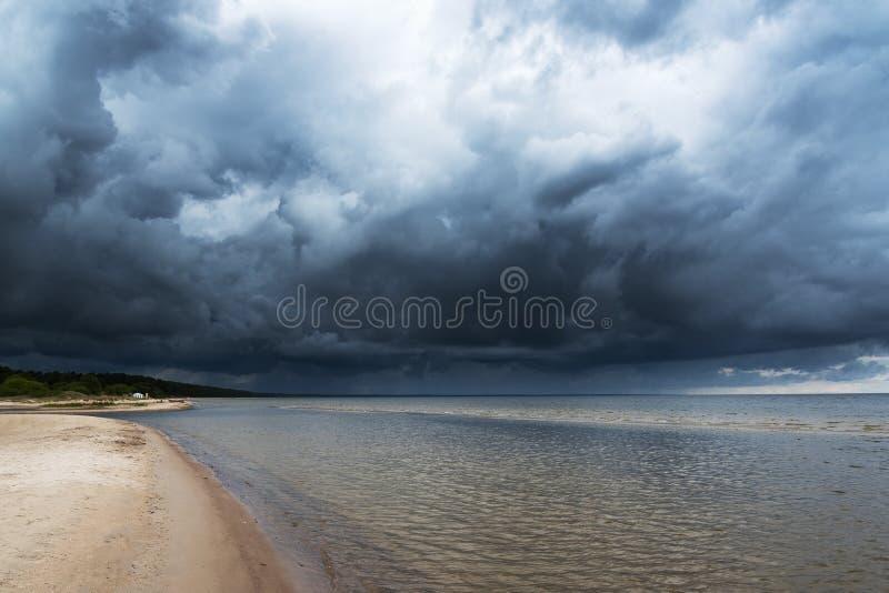 Mörkt baltiskt hav royaltyfria bilder