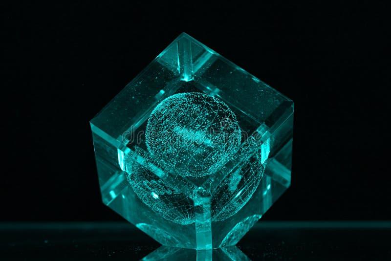 Download Mörkt Exponeringsglas För Backgroudkub Arkivfoto - Bild av kristall, sphere: 234240