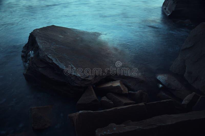 Mörkt havslandskap royaltyfri foto