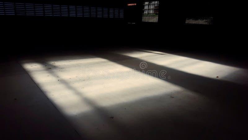 Mörkt källaremörker arkivfoto