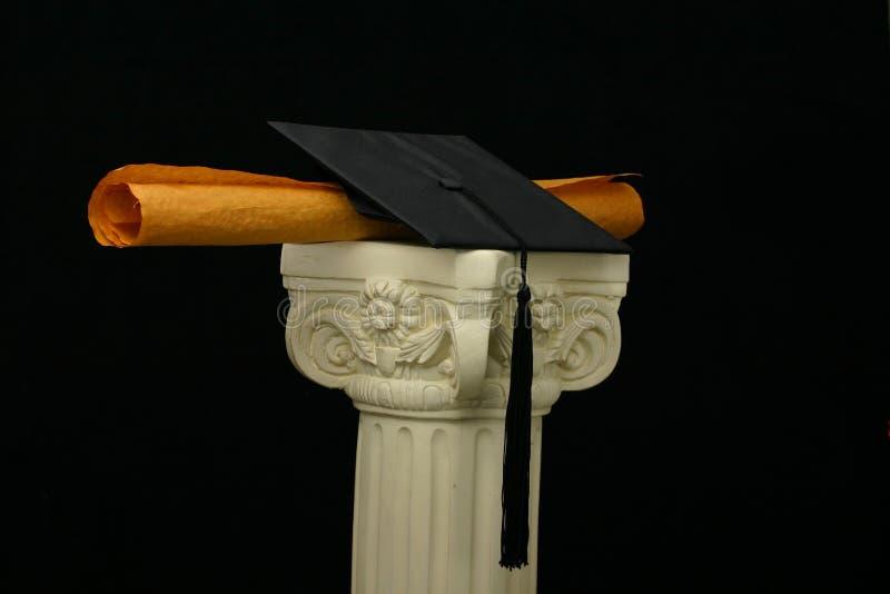 Mörtelvorstand und -diplom auf Bedienpult - Schwarzes stockfotos