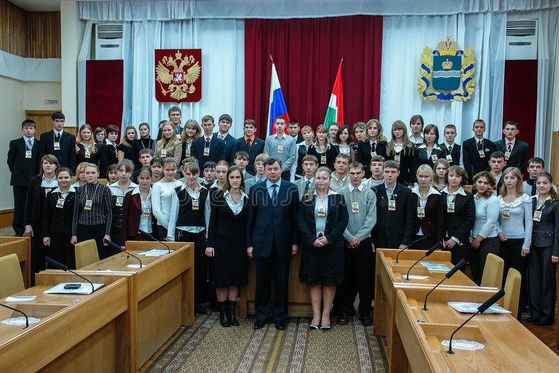 Möta studenter regulatorn av den Kaluga regionen i Ryssland royaltyfri foto