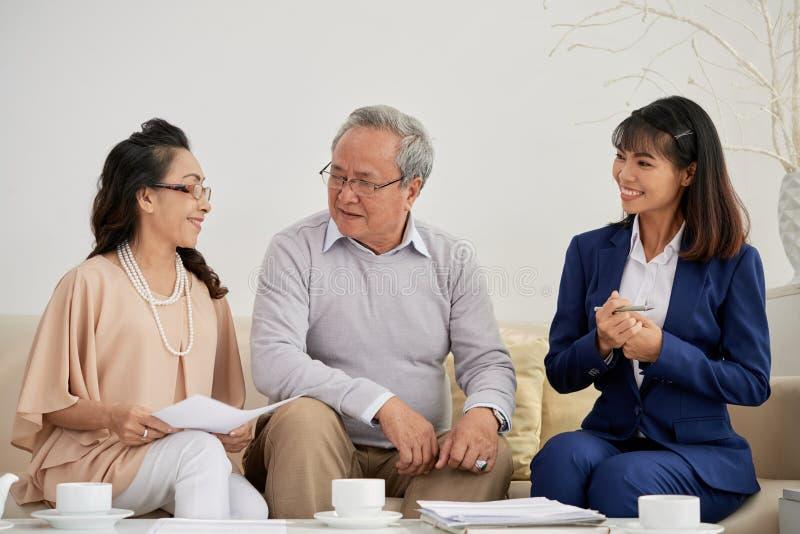 Möte av den finansiella konsulenten royaltyfri fotografi