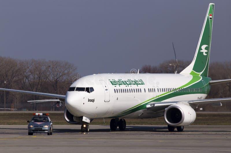 Möte av det första flyget till Ukraina av Iraqi Airways arkivfoton
